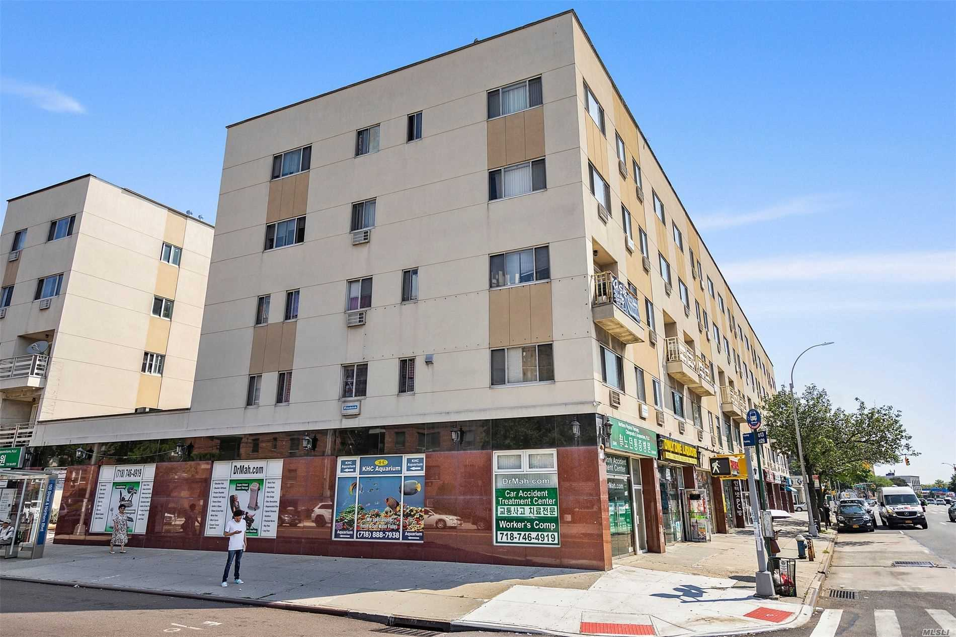 Acquisto commerciale in 150-01 Northern Blvd, Flushing, NY ,11354