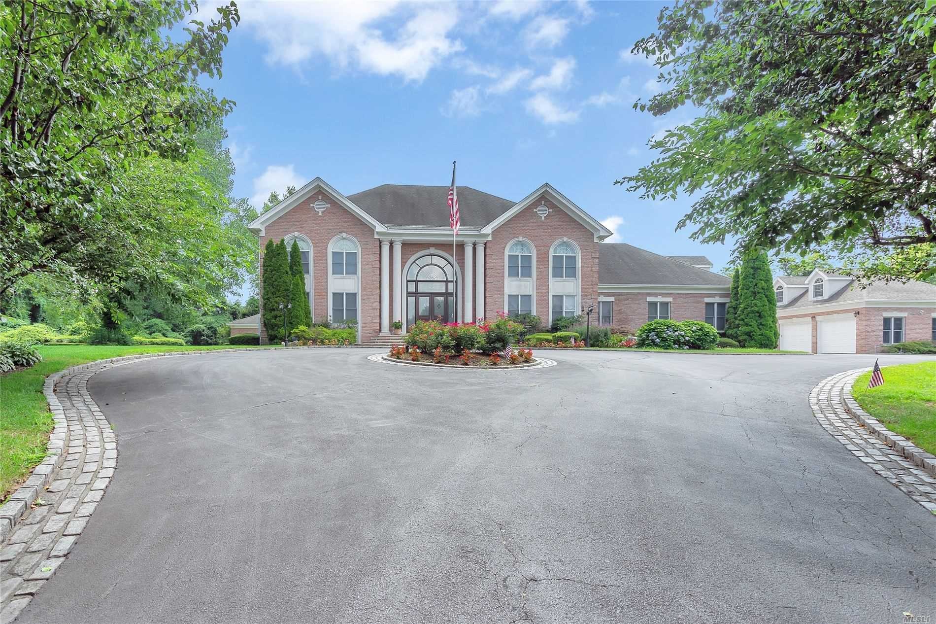 Residenziale in 33 Stirrup Dr, Upper Brookville, NY ,11545