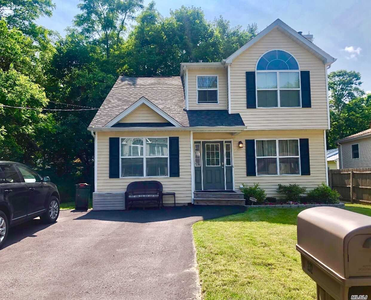 Residenziale in 232 Tyler Ave, Miller Place, NY ,11764