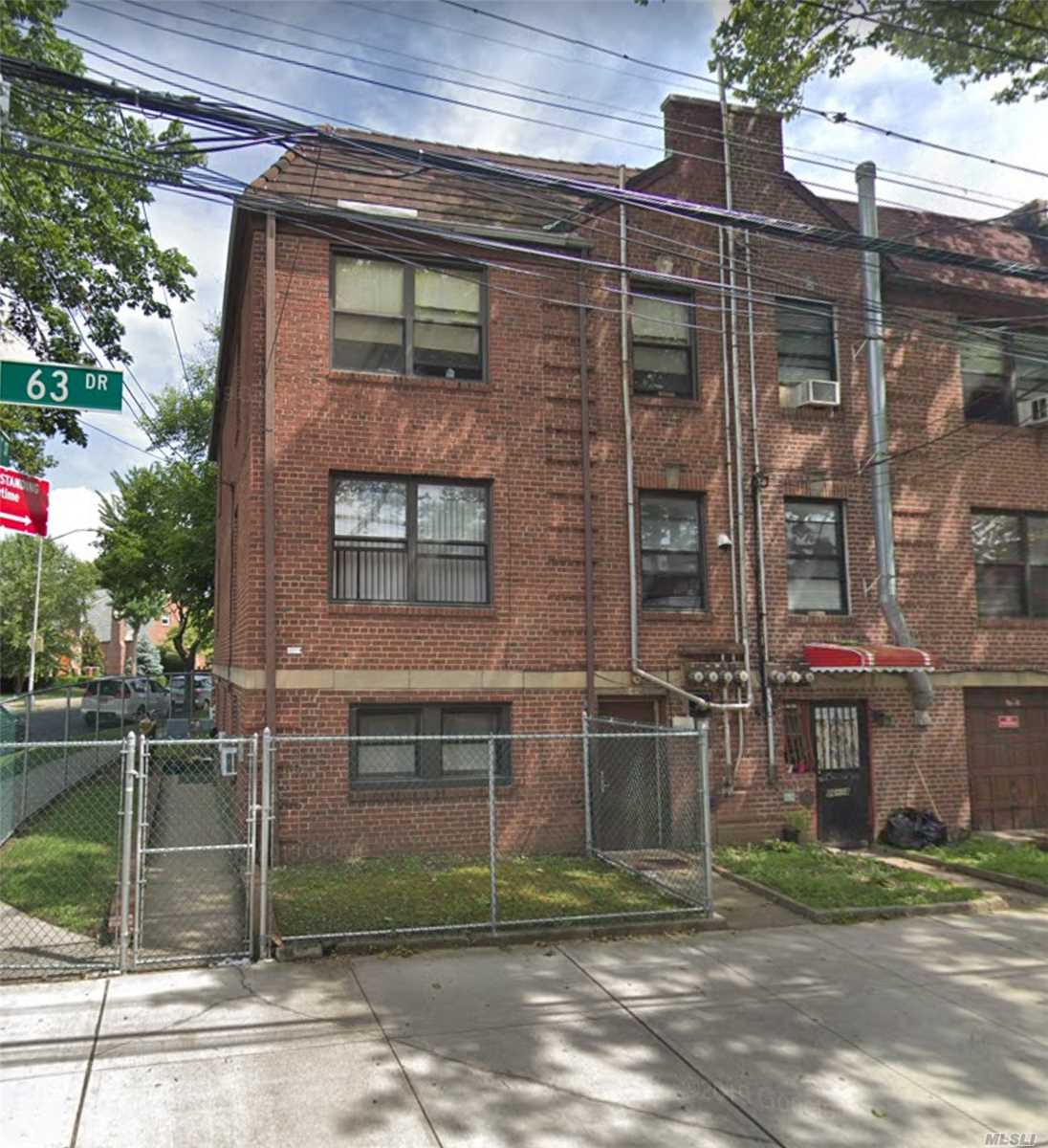 Residenziale in 86-20 63rd Dr, Rego Park, NY ,11374