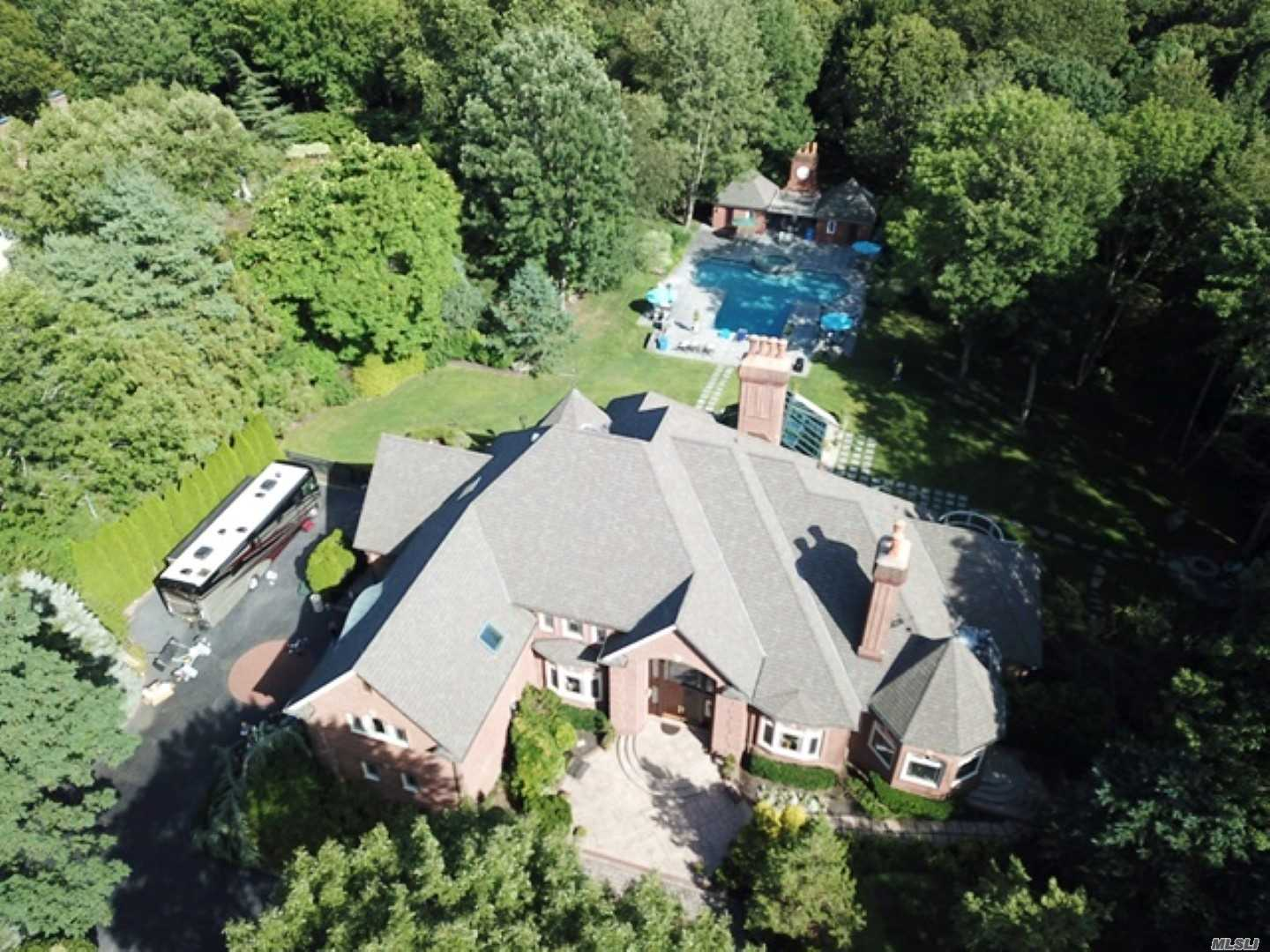 Residenziale in 6 Toboggan Hill Path, Cold Spring Hrbr, NY ,11724