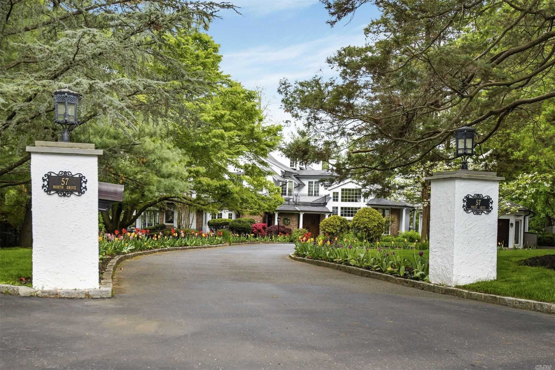 Residenziale in 57 North Dr, Manhasset, NY ,11030