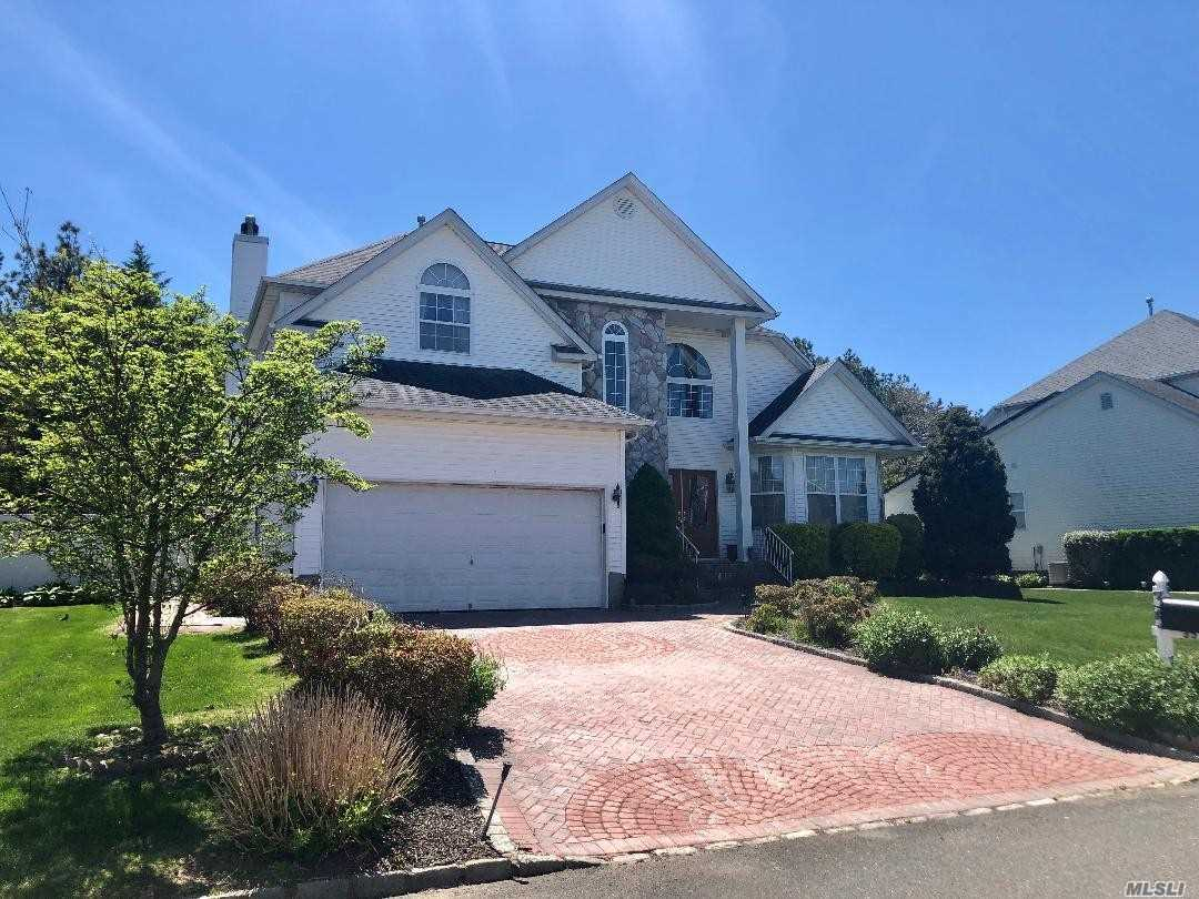 Residenziale in 35 Peachtree Ct, Holtsville, NY ,11742