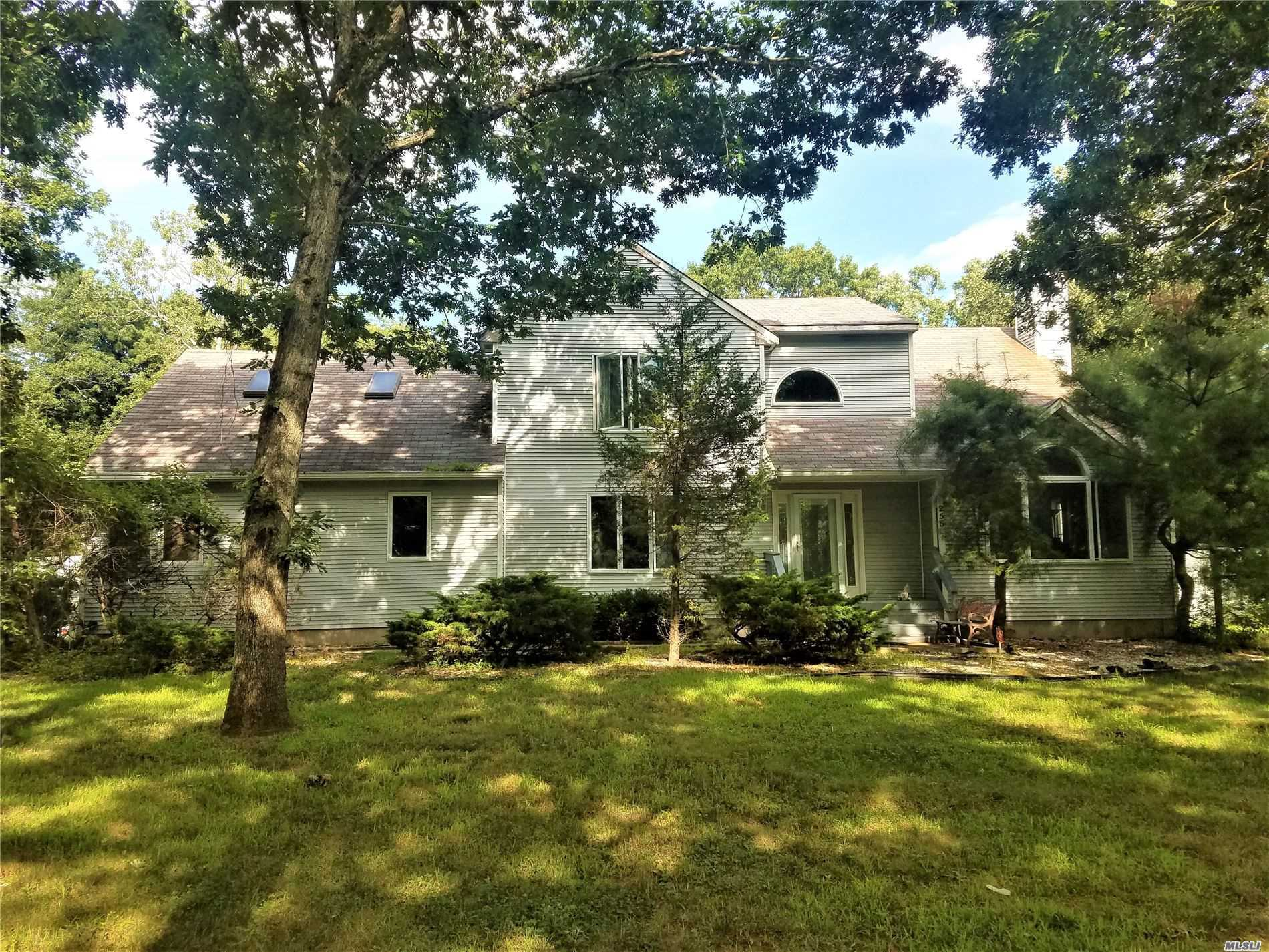 Residenziale in 255 Radio Ave, Miller Place, NY ,11764