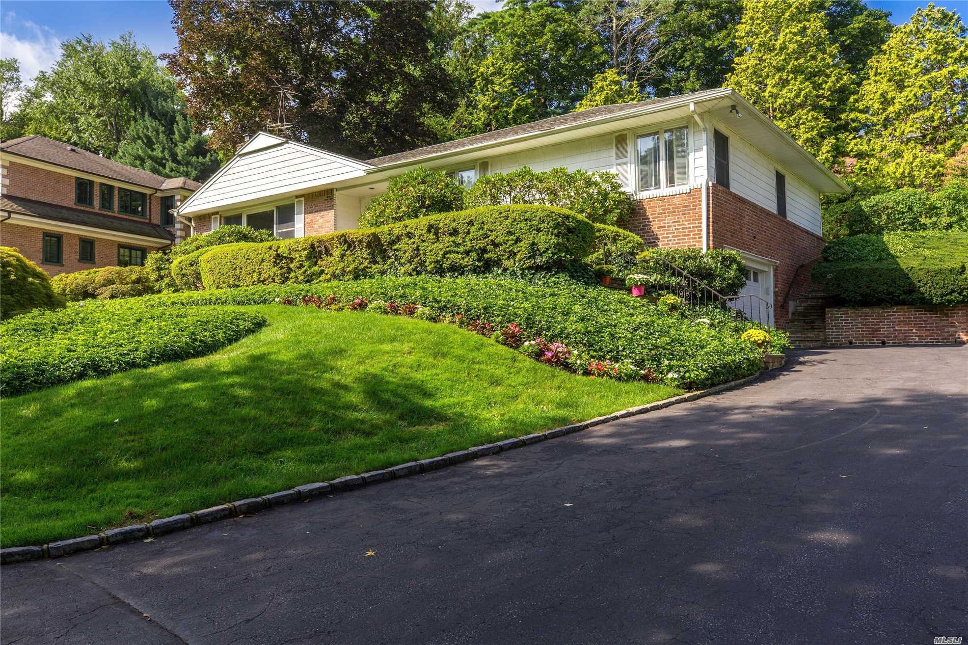Residenziale in 30 Hillcrest Dr, Great Neck, NY ,11021