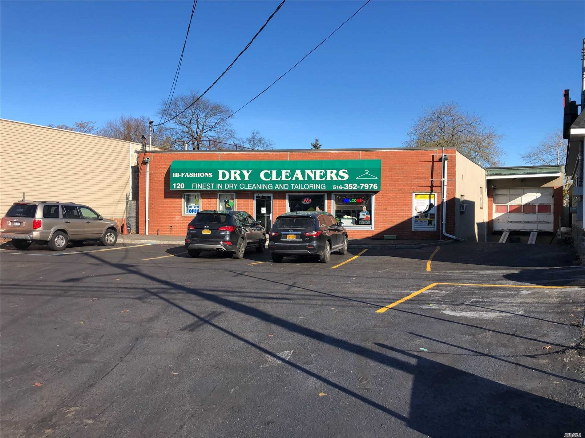Acquisto commerciale in 120 New Hyde Park Rd, Franklin Square, NY ,11010