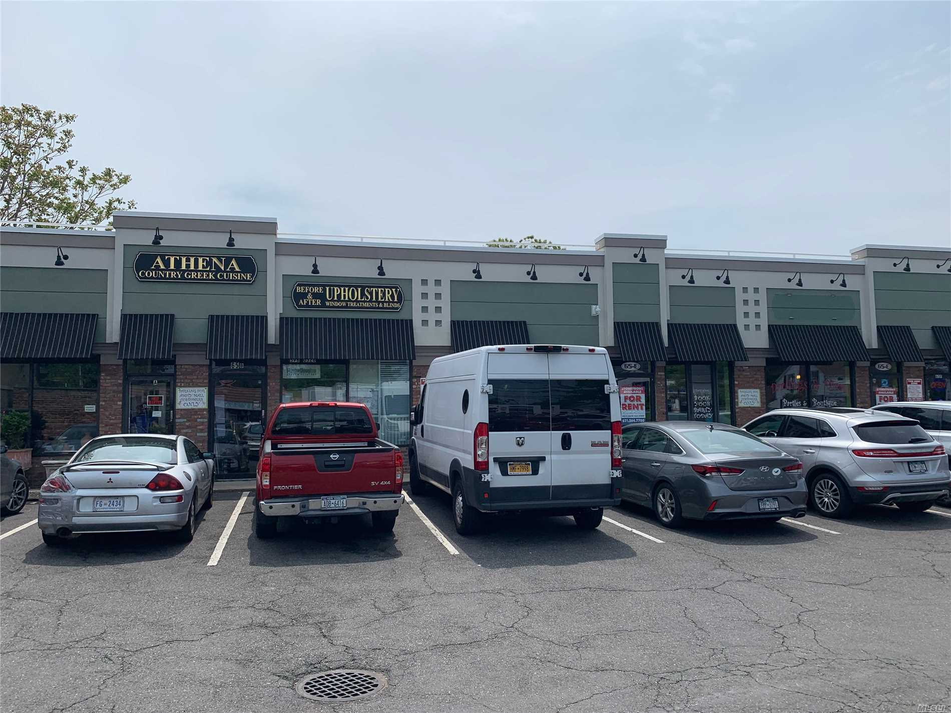 Acquisto commerciale in 65 Merrick Rd, Amityville, NY ,11701