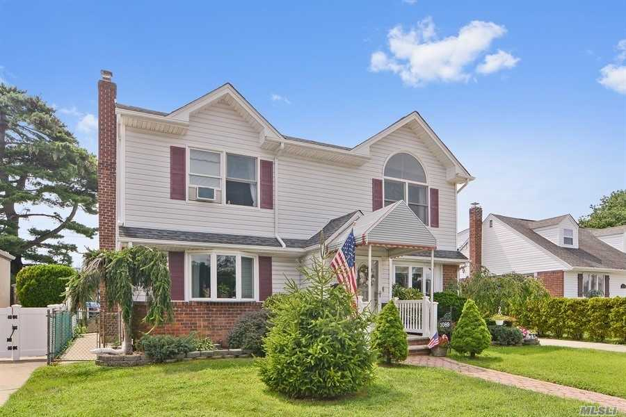 Residenziale in 1089 Lydia Dr, Franklin Square, NY ,11010