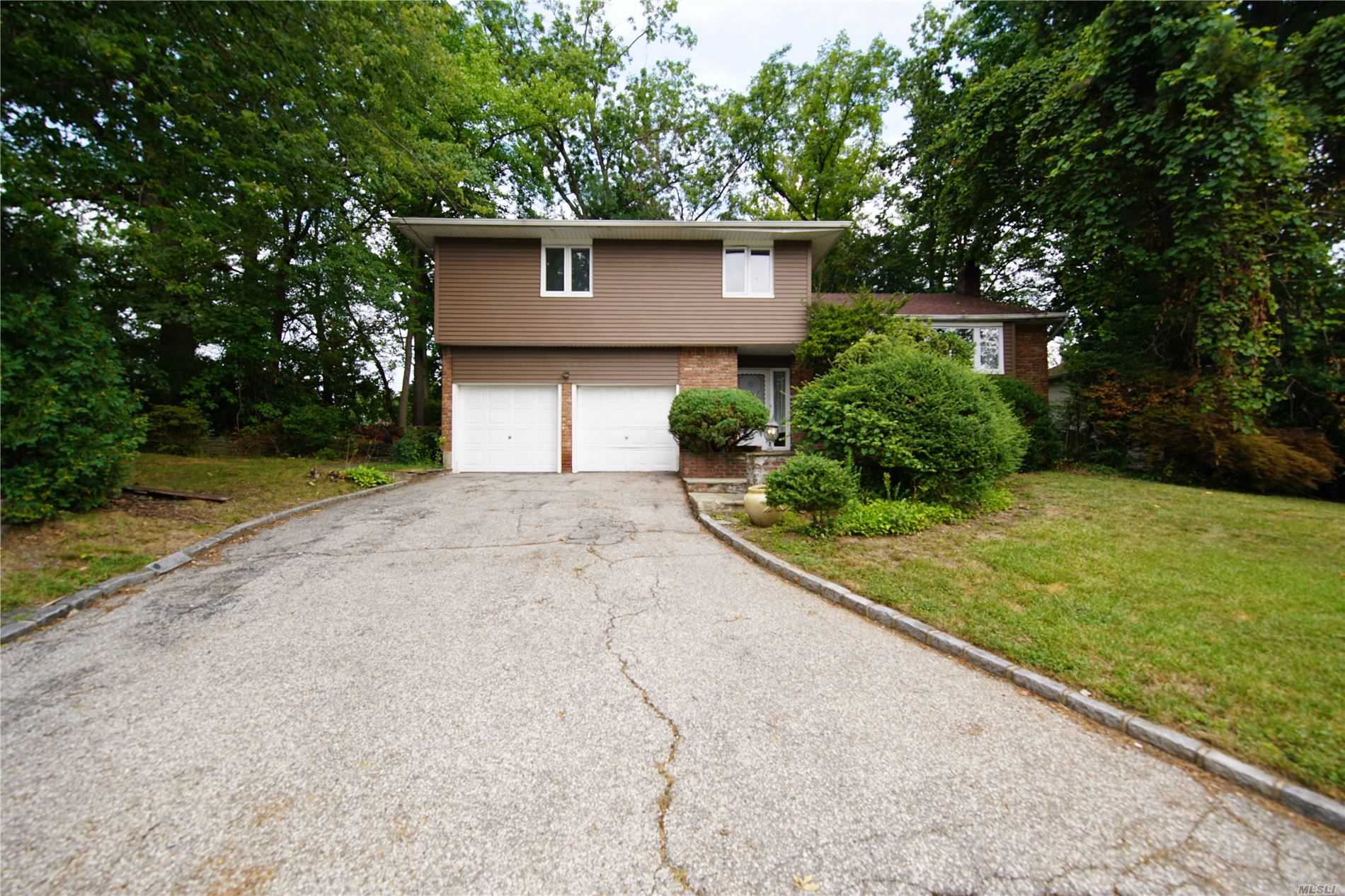 Residenziale in 12 Piper Dr, Searingtown, NY ,11507