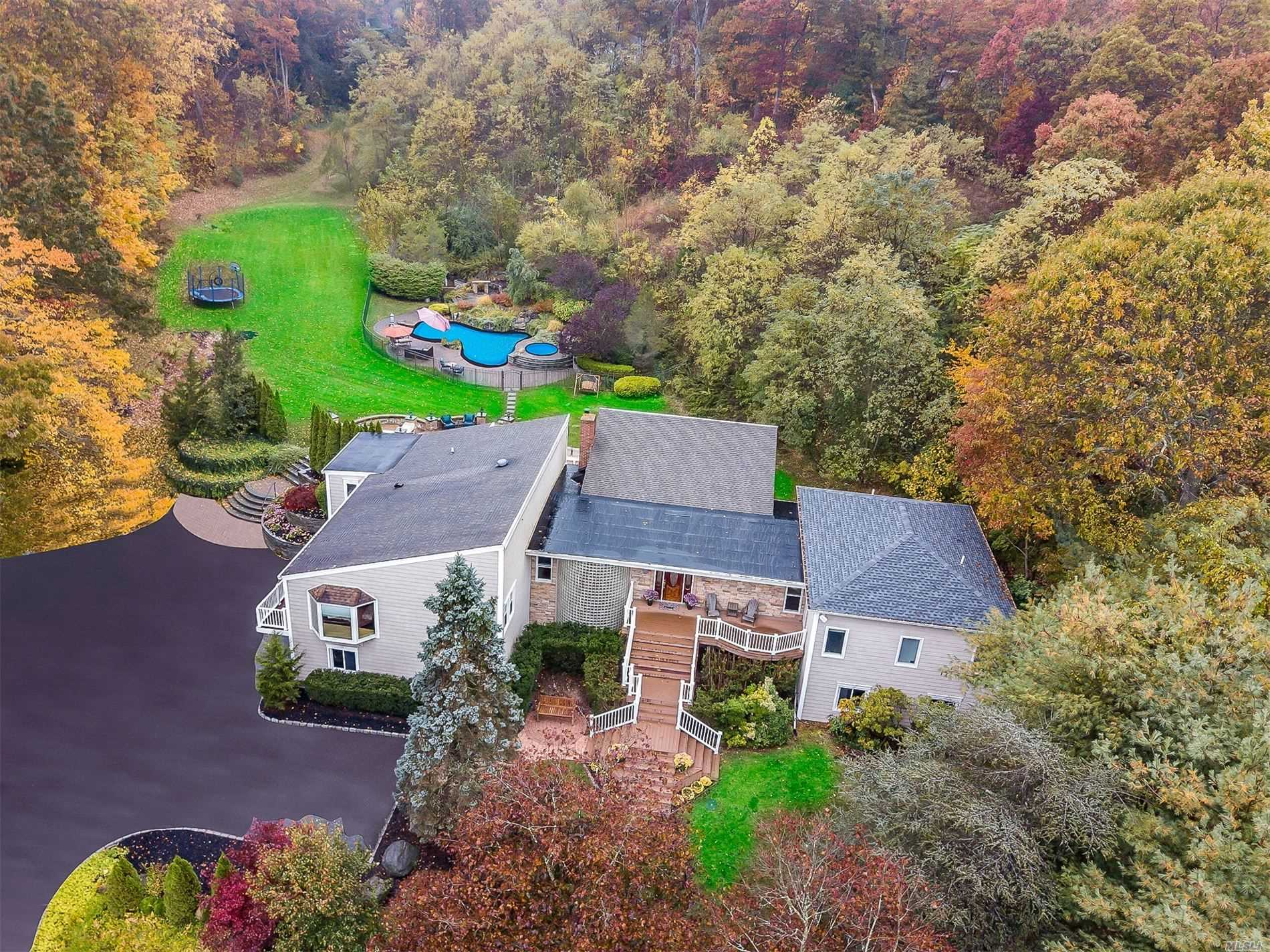Residenziale in 118 Old Country Rd, Melville, NY ,11747