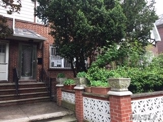 Residenziale in 3437 71st St, Jackson Heights, NY ,11372