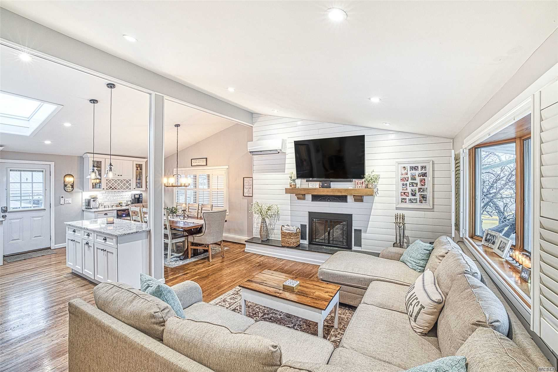 Residenziale in 14 Jerome Pl, Copiague, NY ,11726