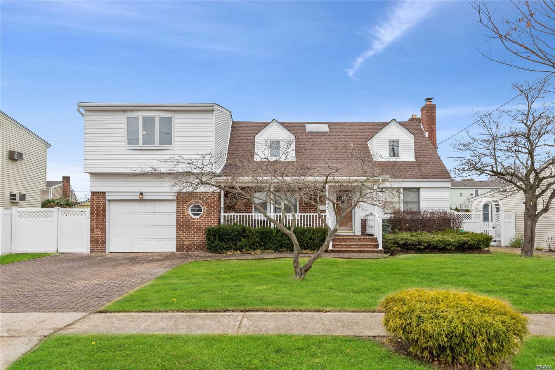 Residenziale in 198 Guildford Ct, W. Hempstead, NY ,11552