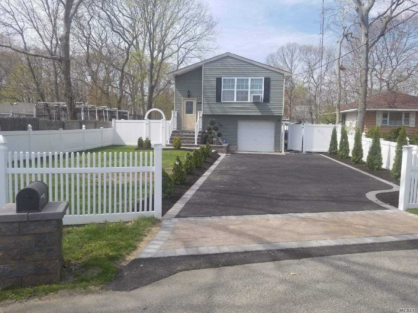 Residenziale in 21 Parkwood Dr, Mastic Beach, NY ,11951