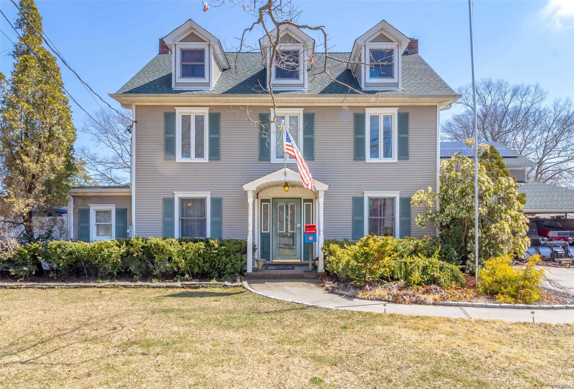 Residenziale in 87 Swan Lake Dr, Patchogue, NY ,11772