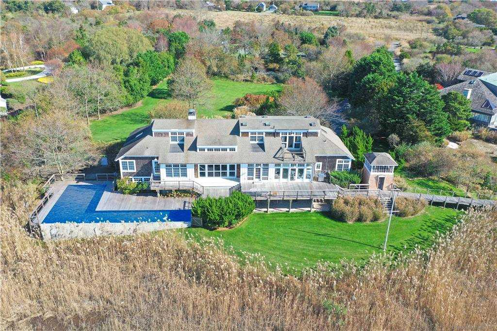 Residenziale in 140 Bay Ave, East Moriches, NY ,11940