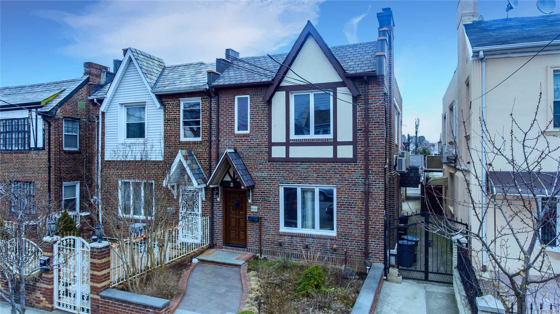Residenziale in 82-83 166th St, Hillcrest, NY ,11432