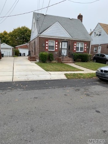 Residenziale in 118-33 204th St, St. Albans, NY ,11412