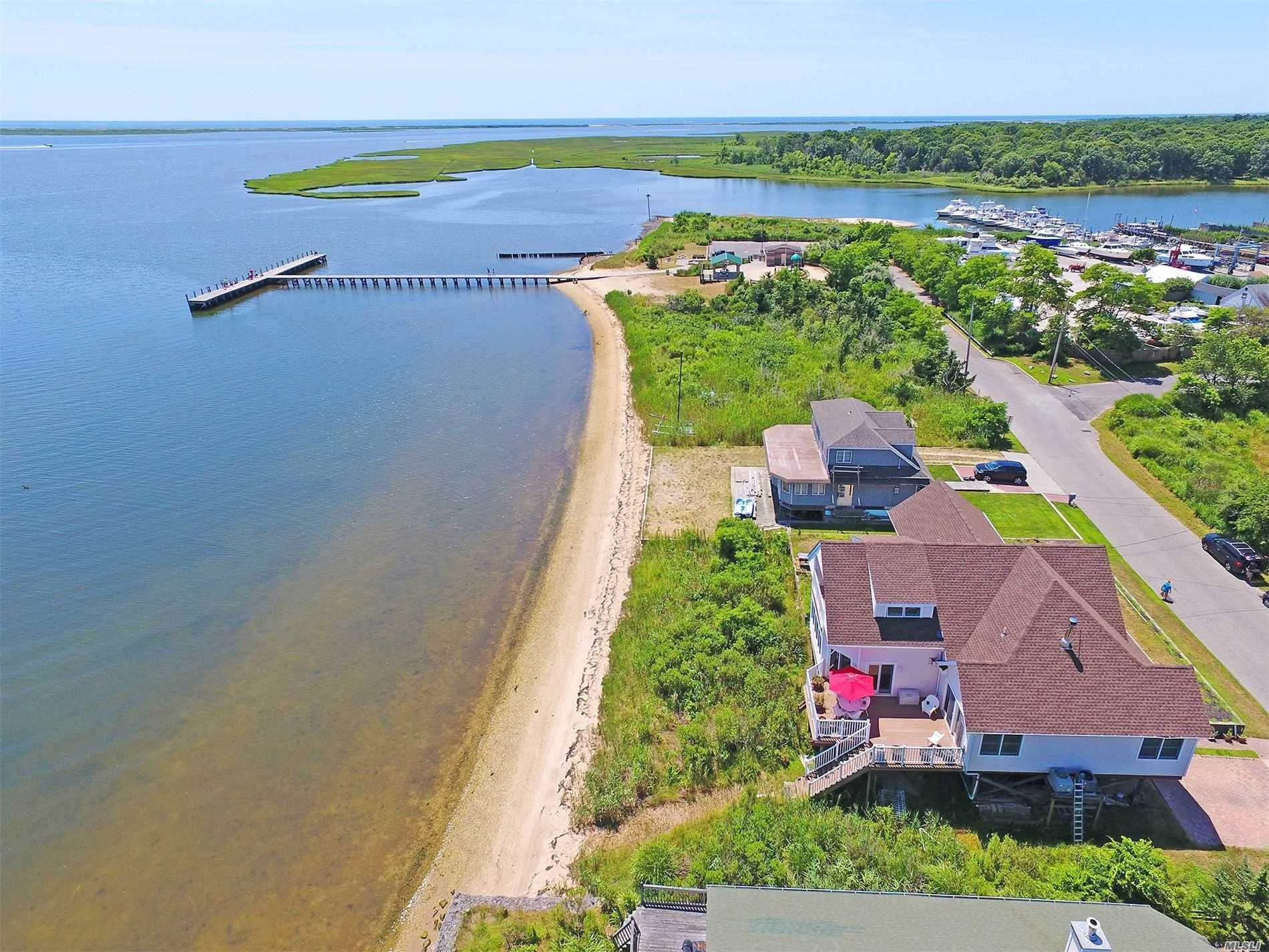 Residenziale in 23 Oceanview Dr, Mastic Beach, NY ,11951