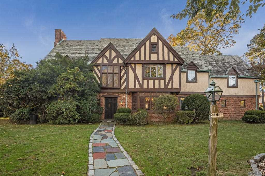 Residenziale in 1 Waverly Pl, Lawrence, NY ,11559