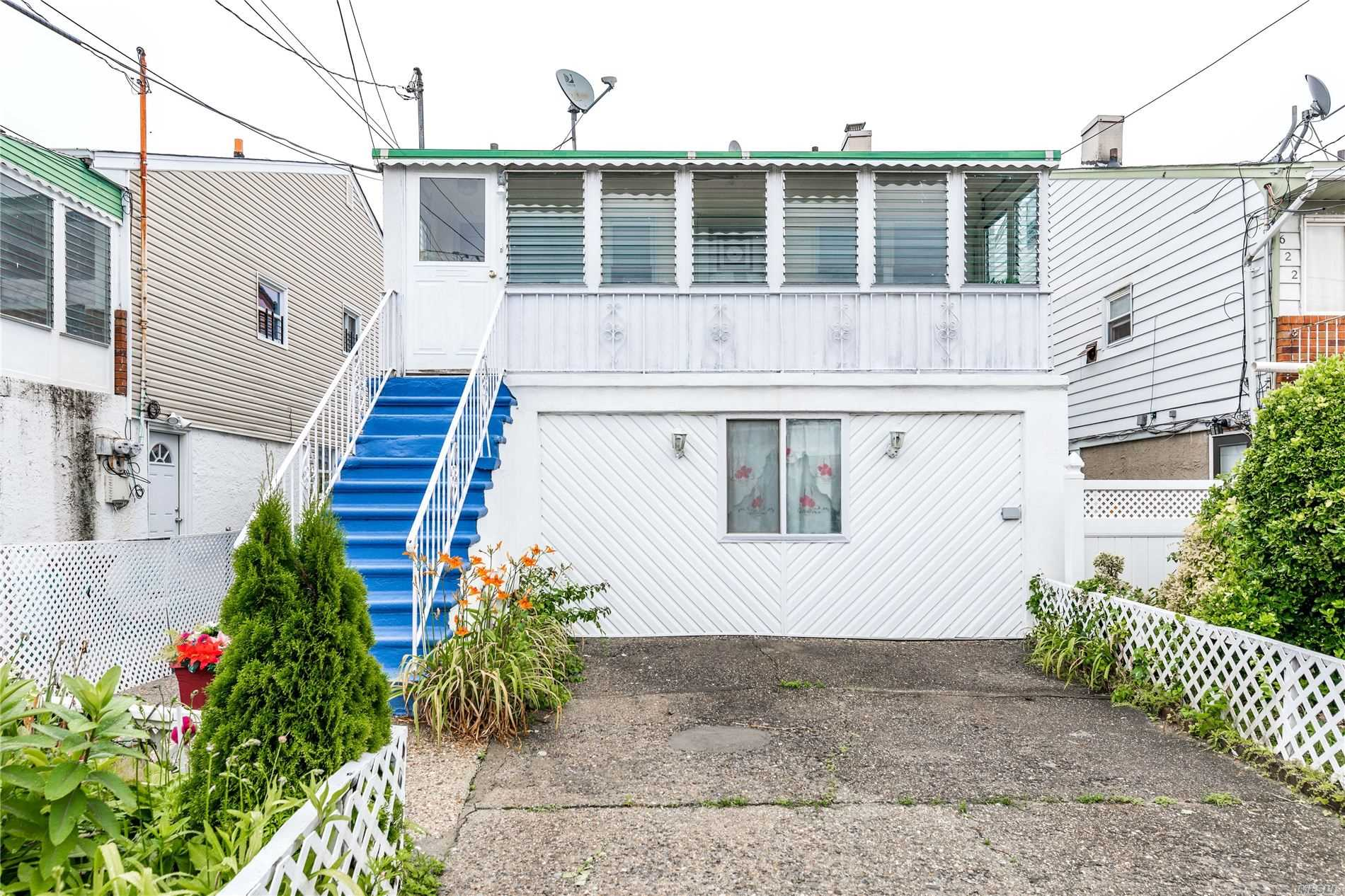 Residenziale in 626 Beach 69th St, Arverne, NY ,11692