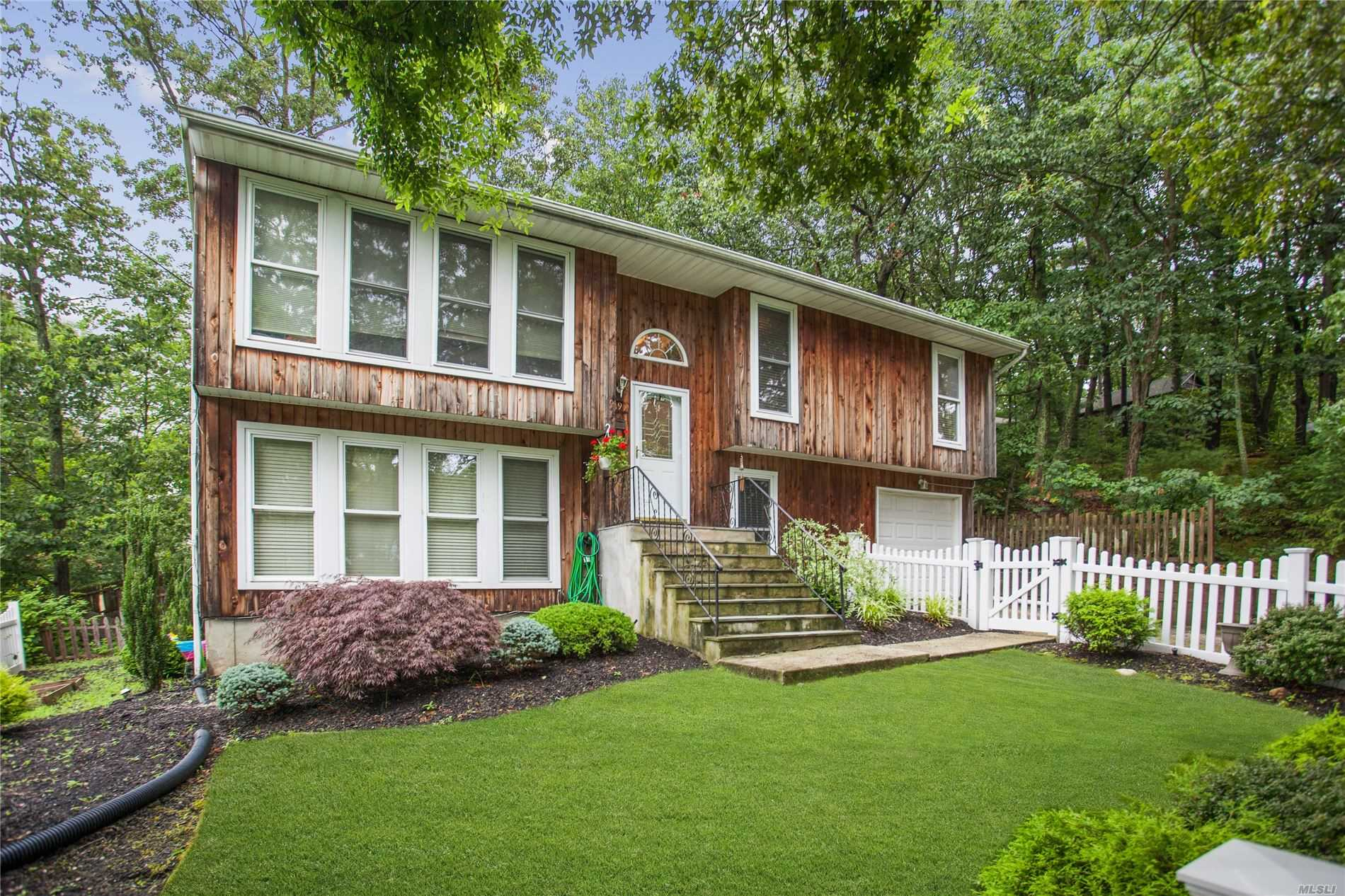 Residenziale in 19 Woodhaven Dr, Sound Beach, NY ,11789