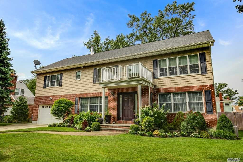 Residenziale in 3 Basile Ct, Woodmere, NY ,11598