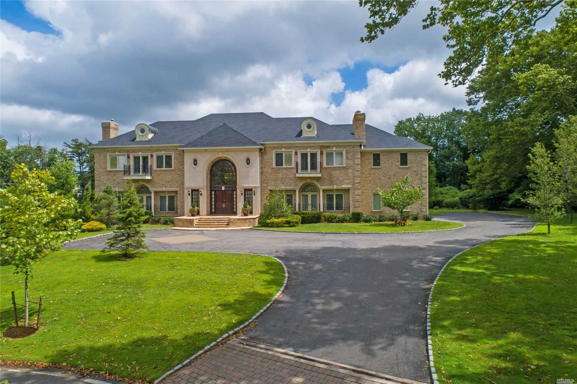 Residenziale in 9 Penny Pond Ct, Old Brookville, NY ,11545