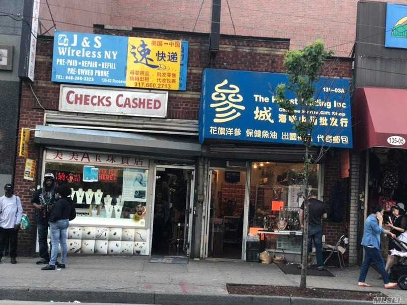 Acquisto commerciale in 135-03 Roosevelt Ave, Flushing, NY ,11354