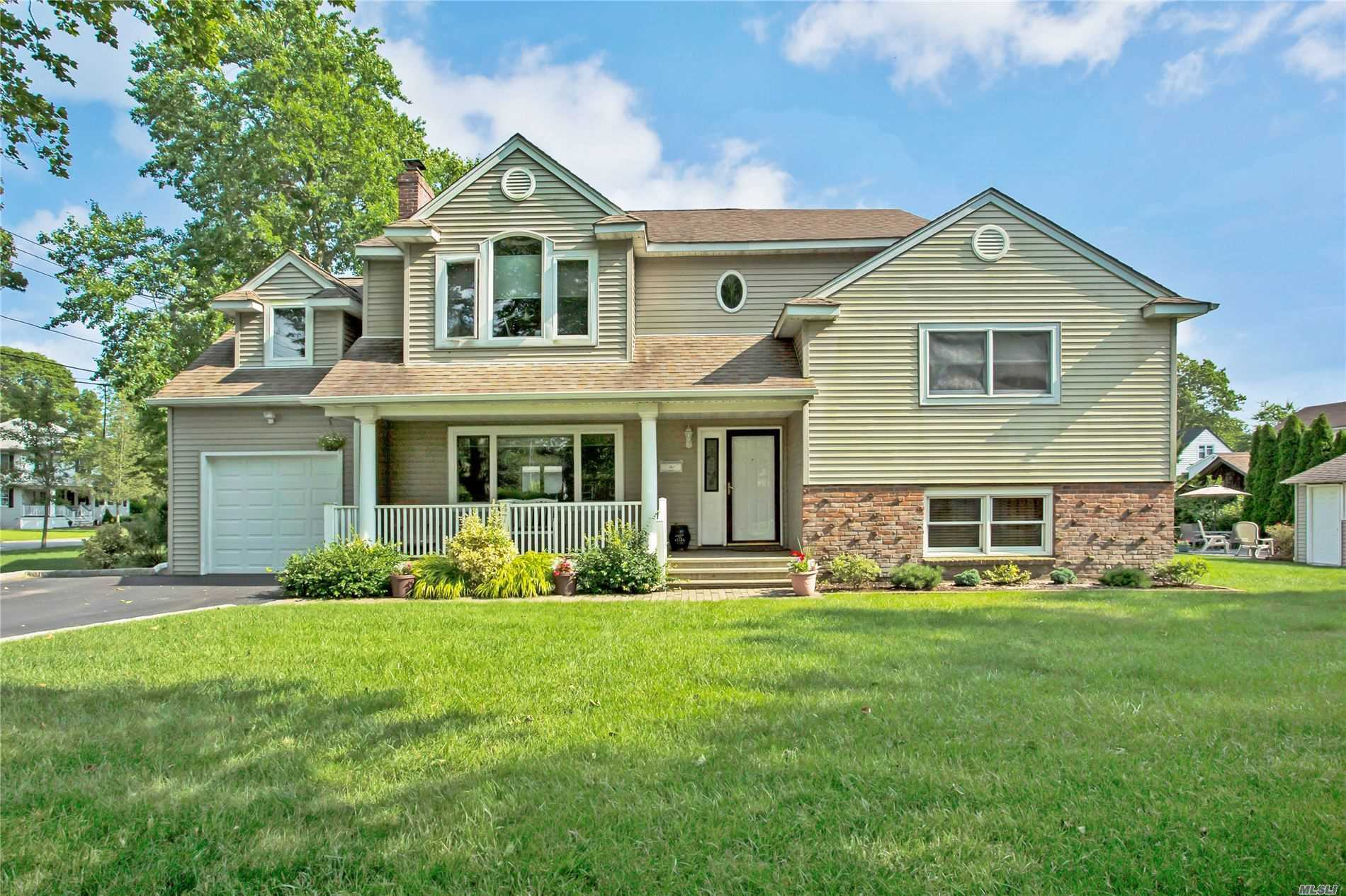 Residenziale in 47 Iroquois Dr, Brightwaters, NY ,11718