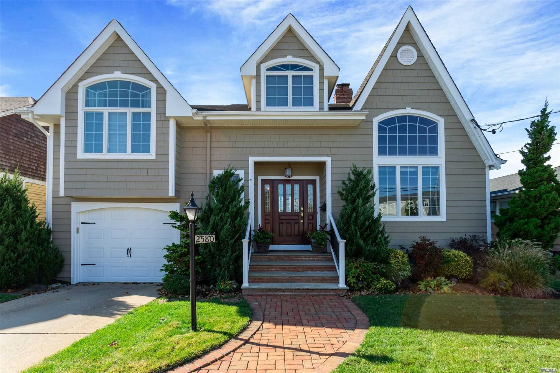 Residenziale in 2580 Riverside Dr, Wantagh, NY ,11793