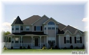 Residenziale in N/C Todd Ct, Holbrook, NY ,11741