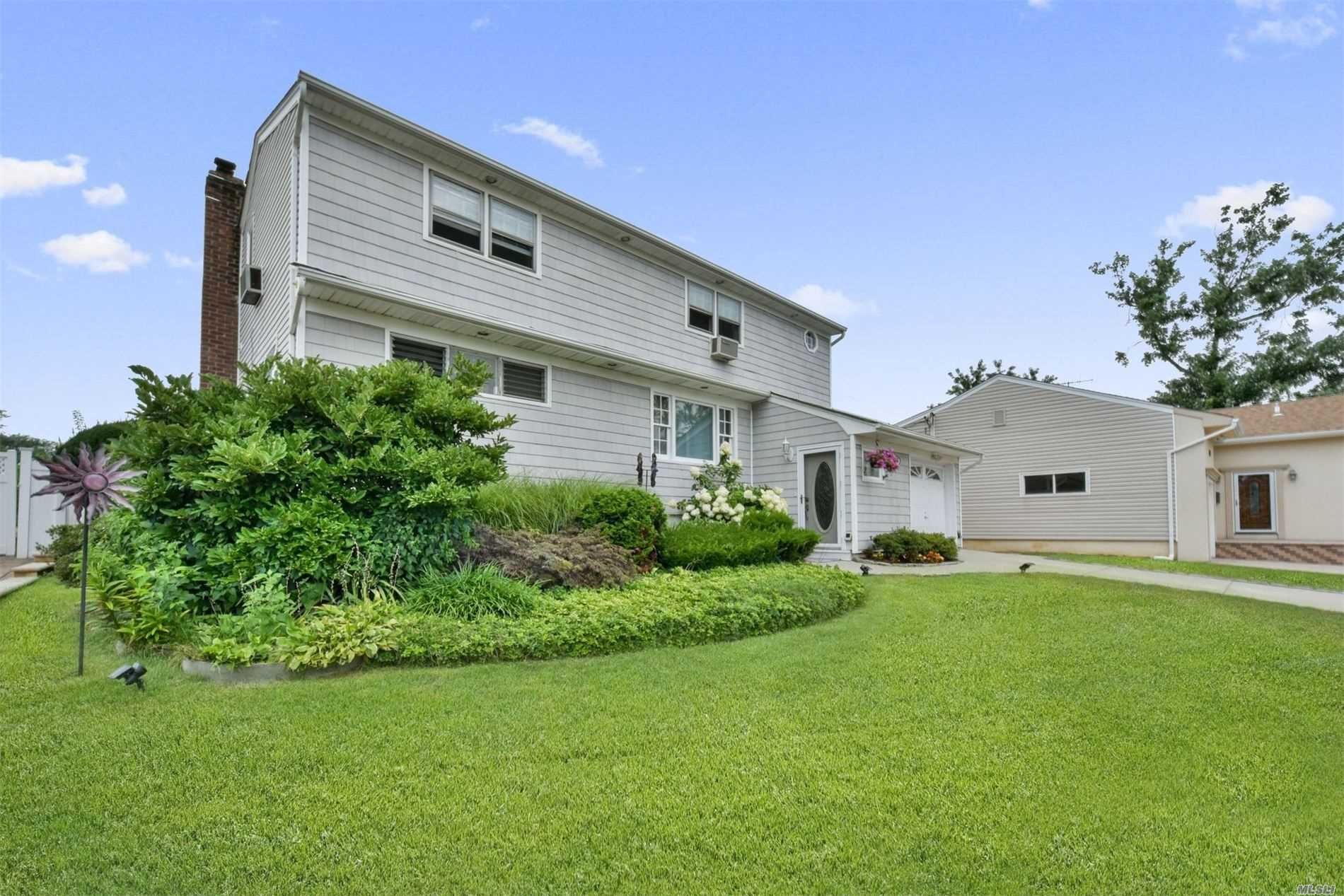 Residenziale in 86 Riverdale Rd, Valley Stream, NY ,11581