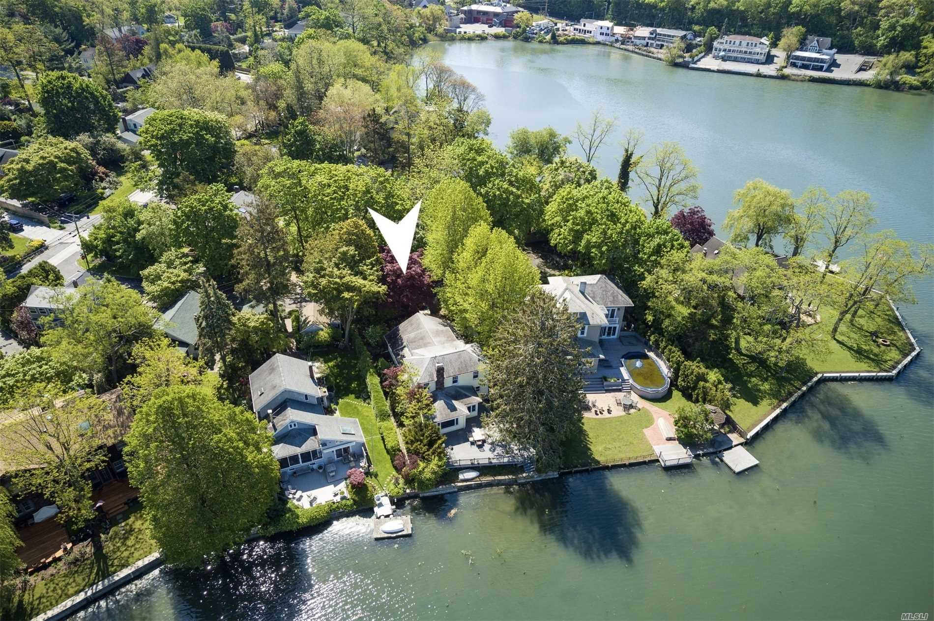 Residenziale in 6 Haven Ct, Centerport, NY ,11721