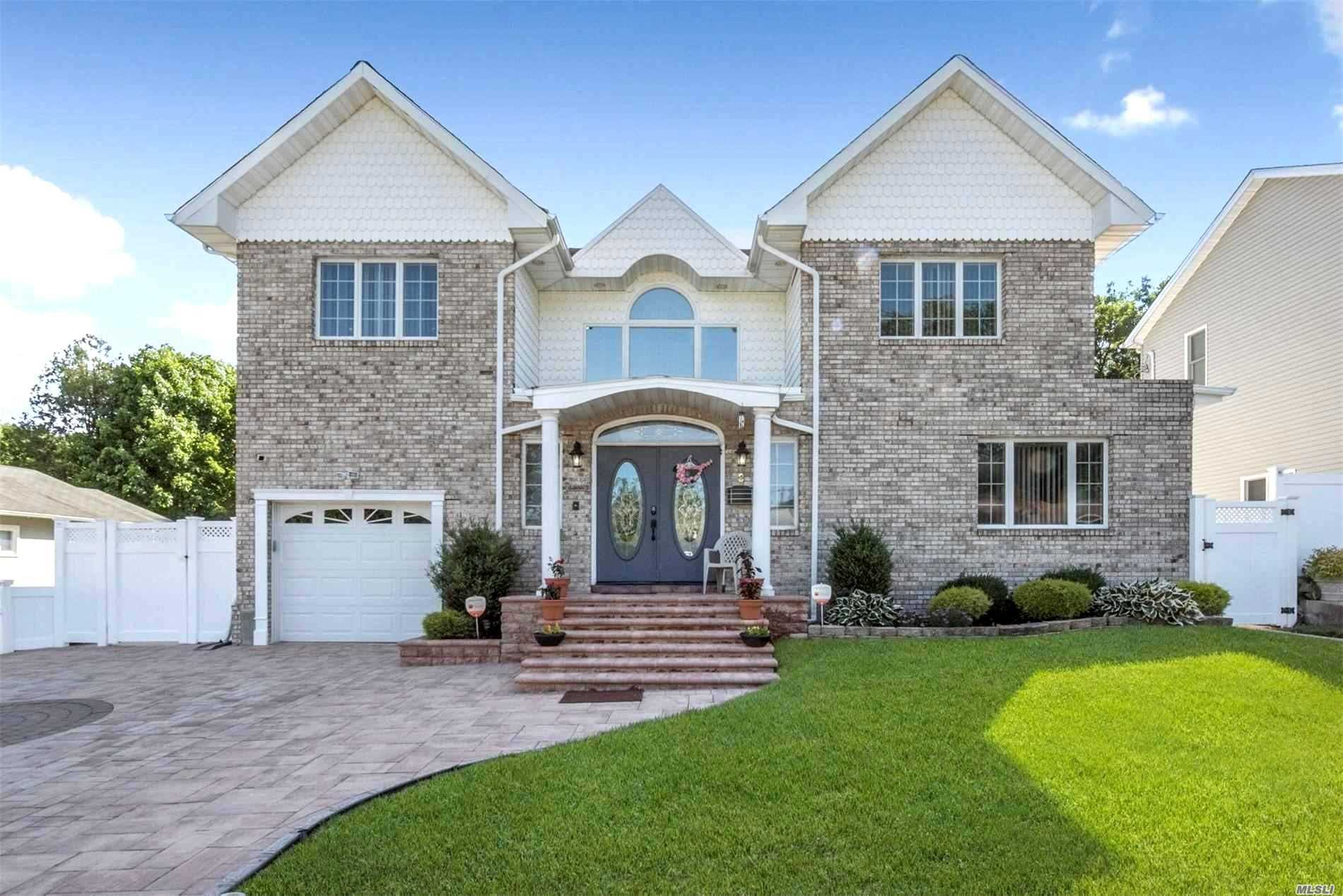 Residenziale in 3 Robert St, Old Bethpage, NY ,11804