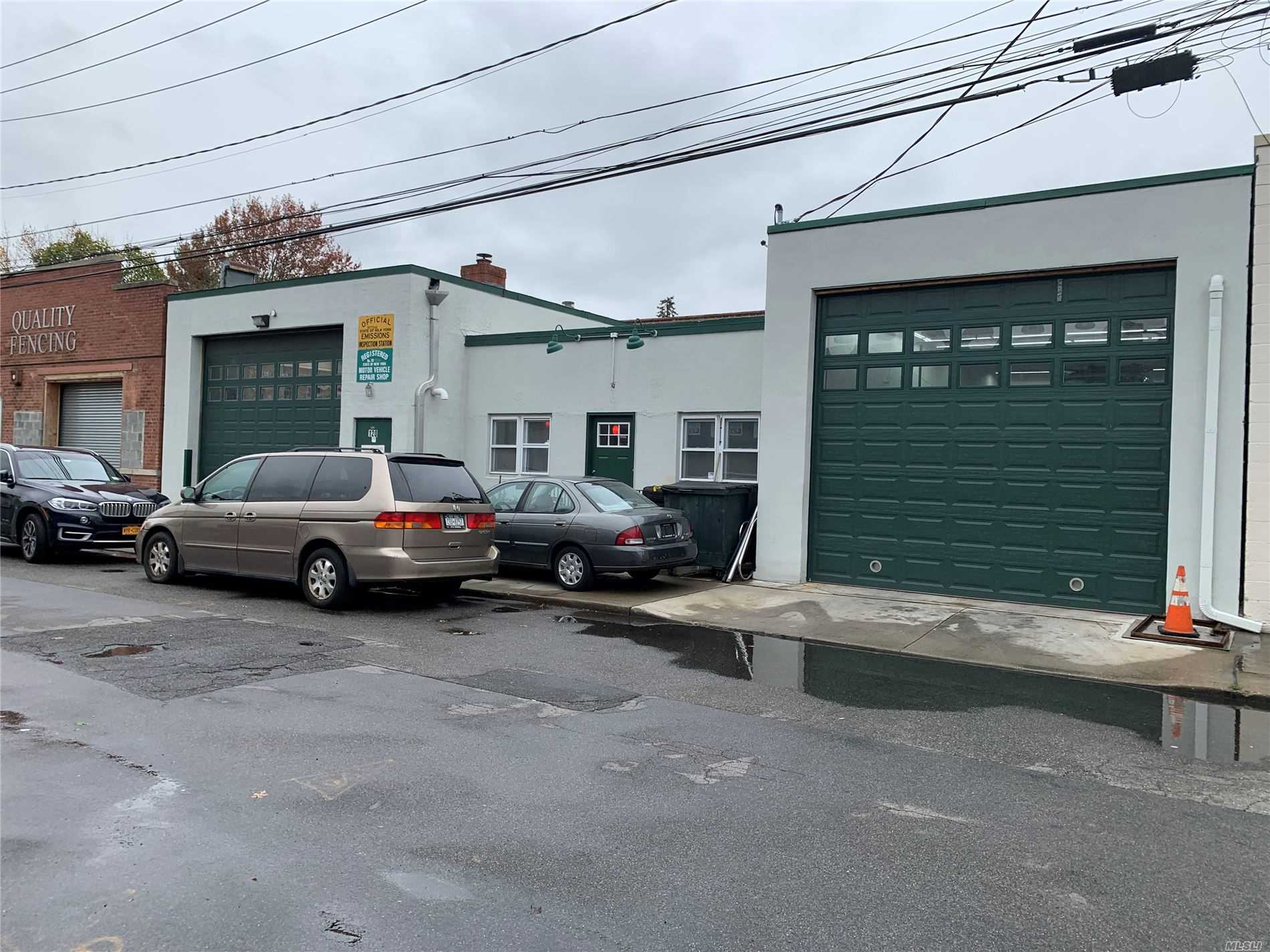 Acquisto commerciale in 120 2nd S St, New Hyde Park, NY ,11040