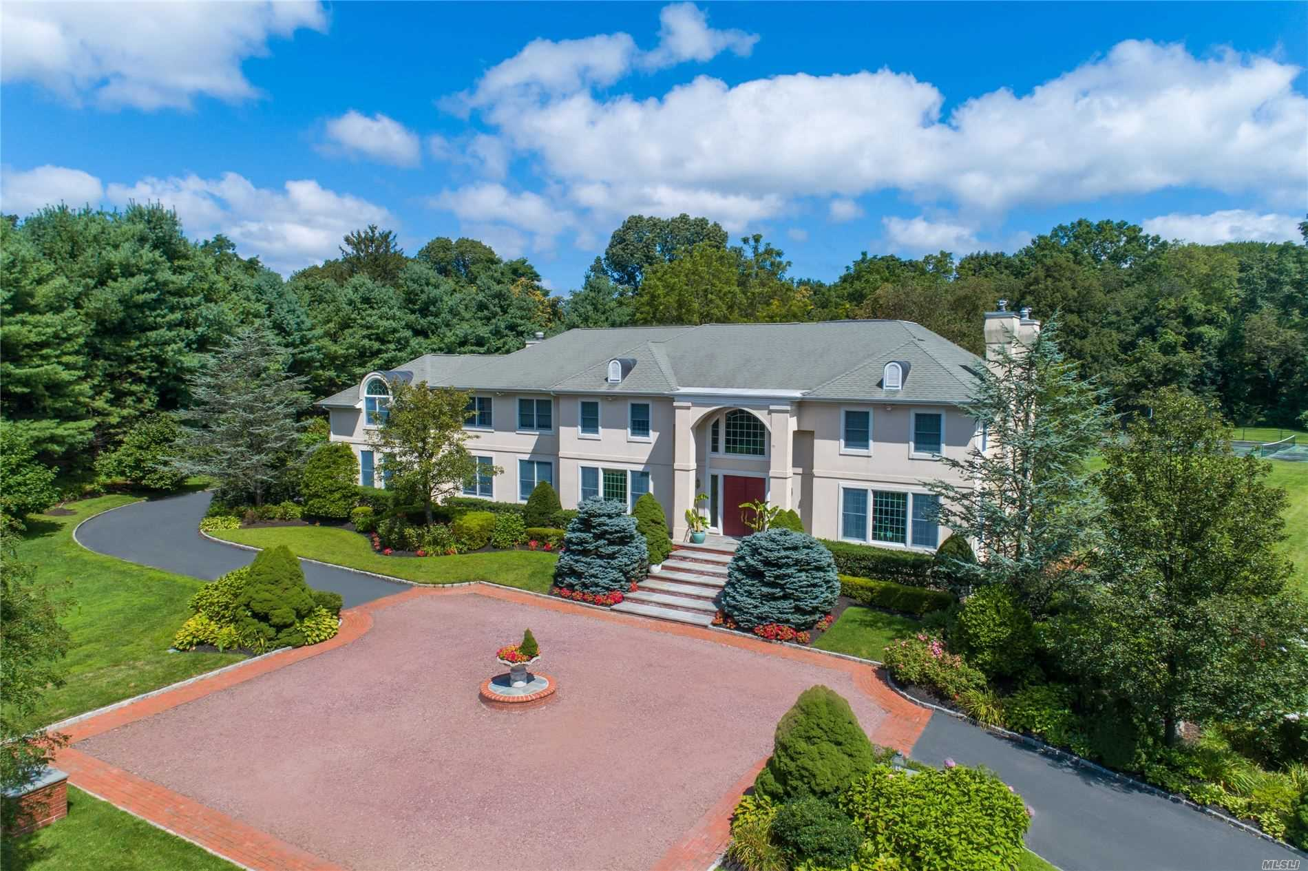 Residenziale in 41 Windsor Dr, Muttontown, NY ,11753