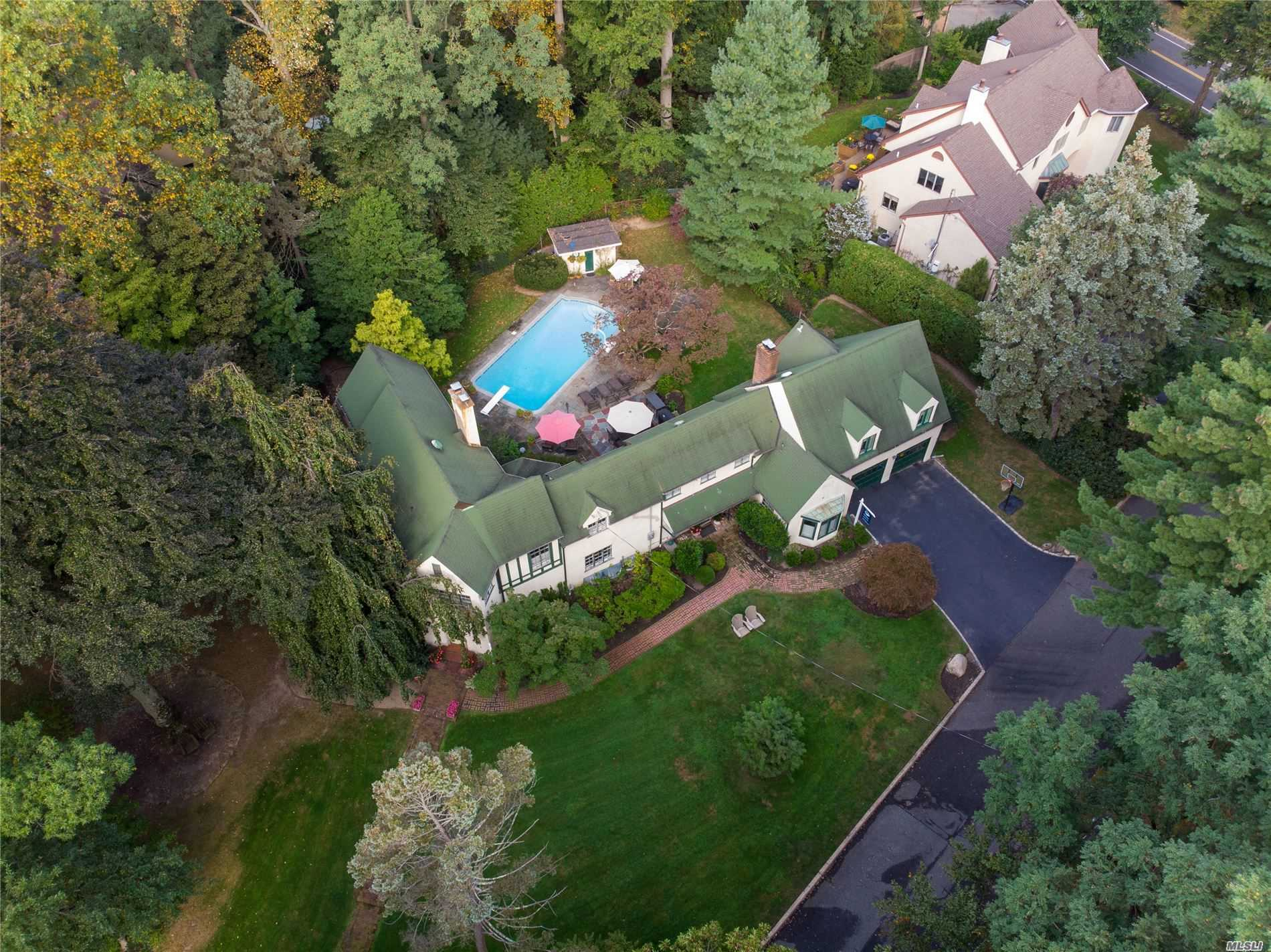 Residenziale in 10 Tanglewood Ln, Sea Cliff, NY ,11579