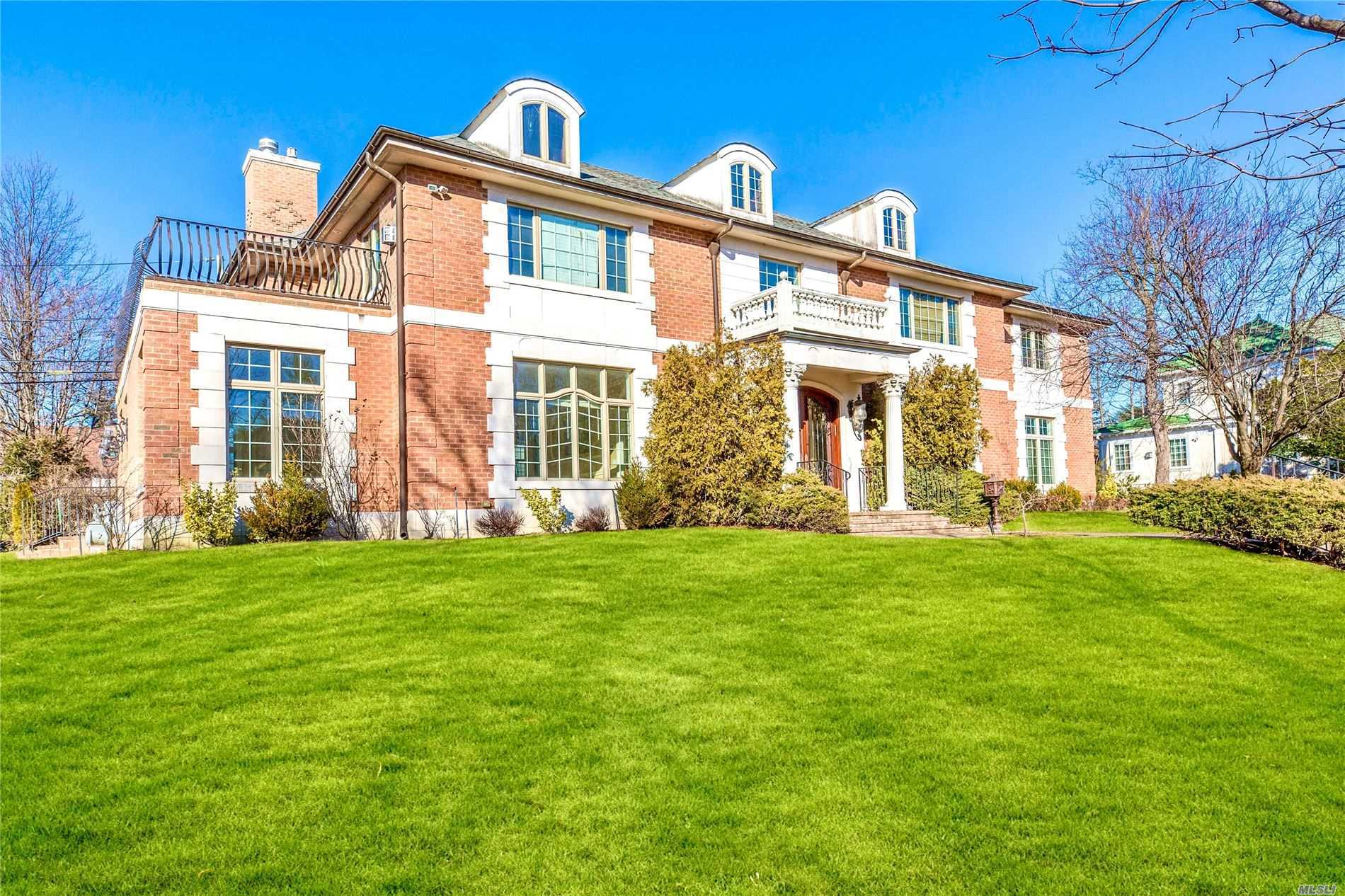Residenziale in 19A Nassau Dr, Great Neck, NY ,11021