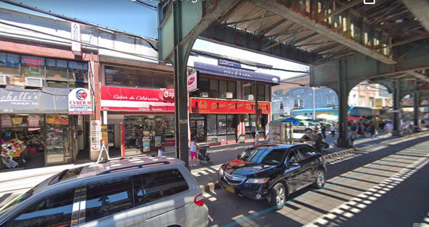 Acquisto commerciale in 88-17 Roosevelt Ave, Jackson Heights, NY ,11372