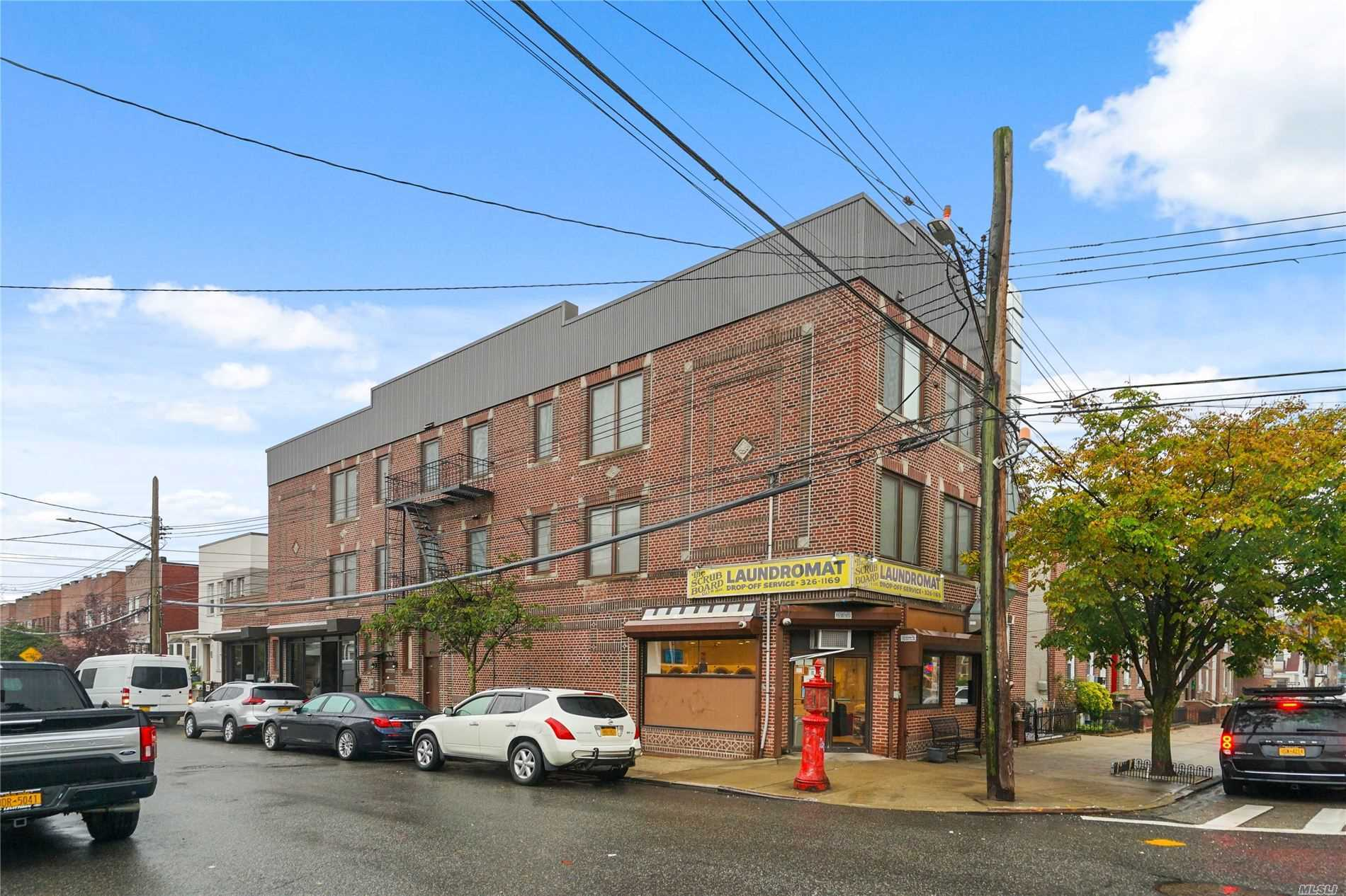 Acquisto commerciale in 78-04 67 Dr, Middle Village, NY ,11379