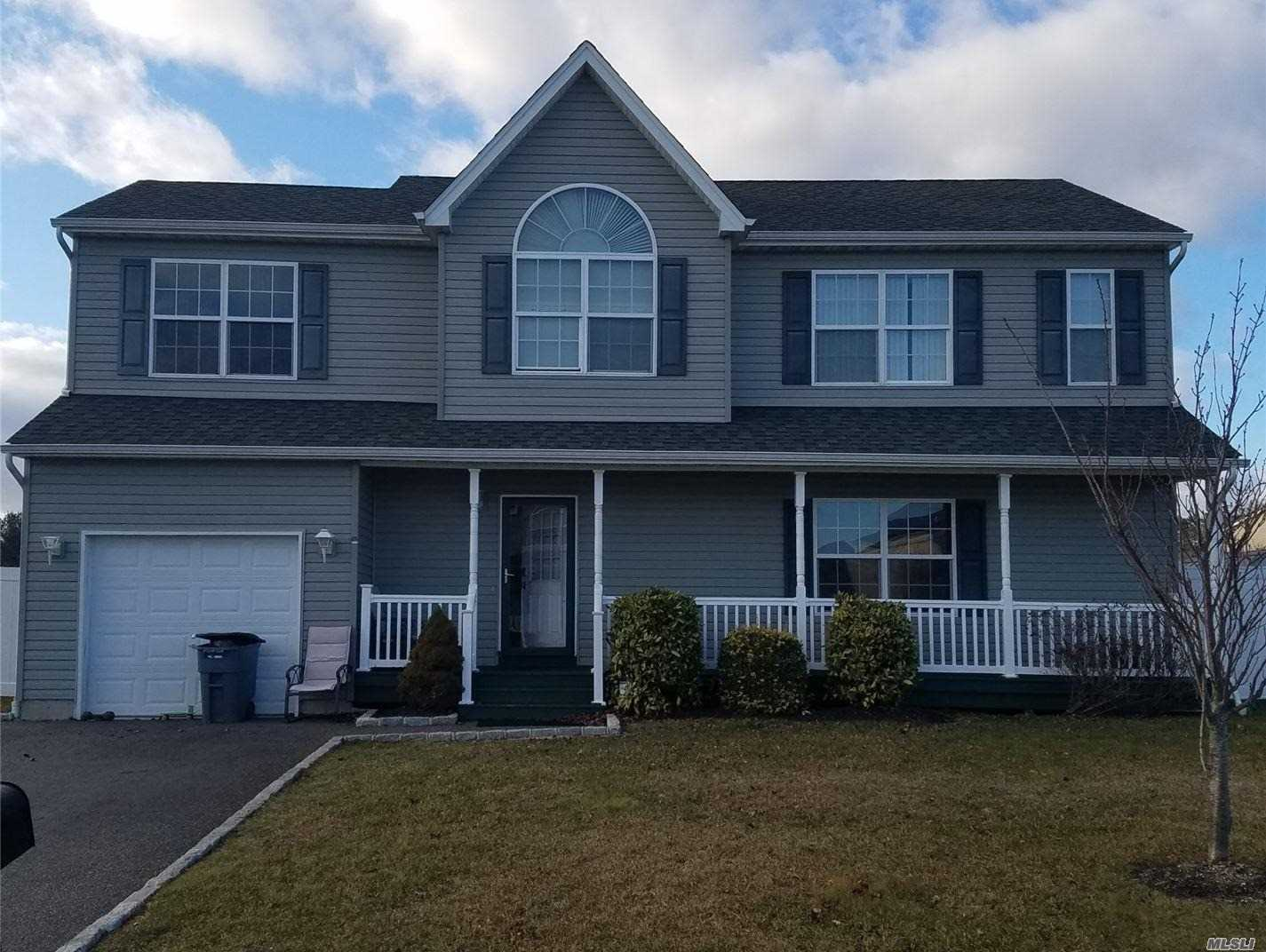 Residenziale in 8 Fowler Ln, Amityville, NY ,11701