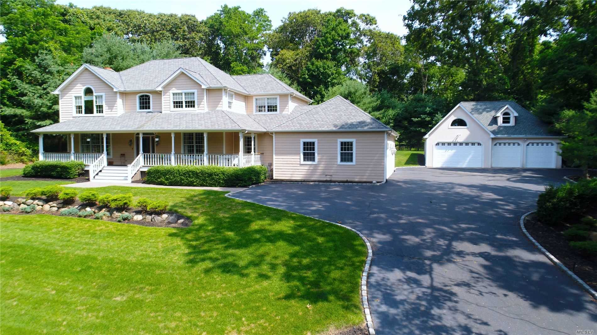 Residenziale in 2050 N. Country Rd, Wading River, NY ,11792