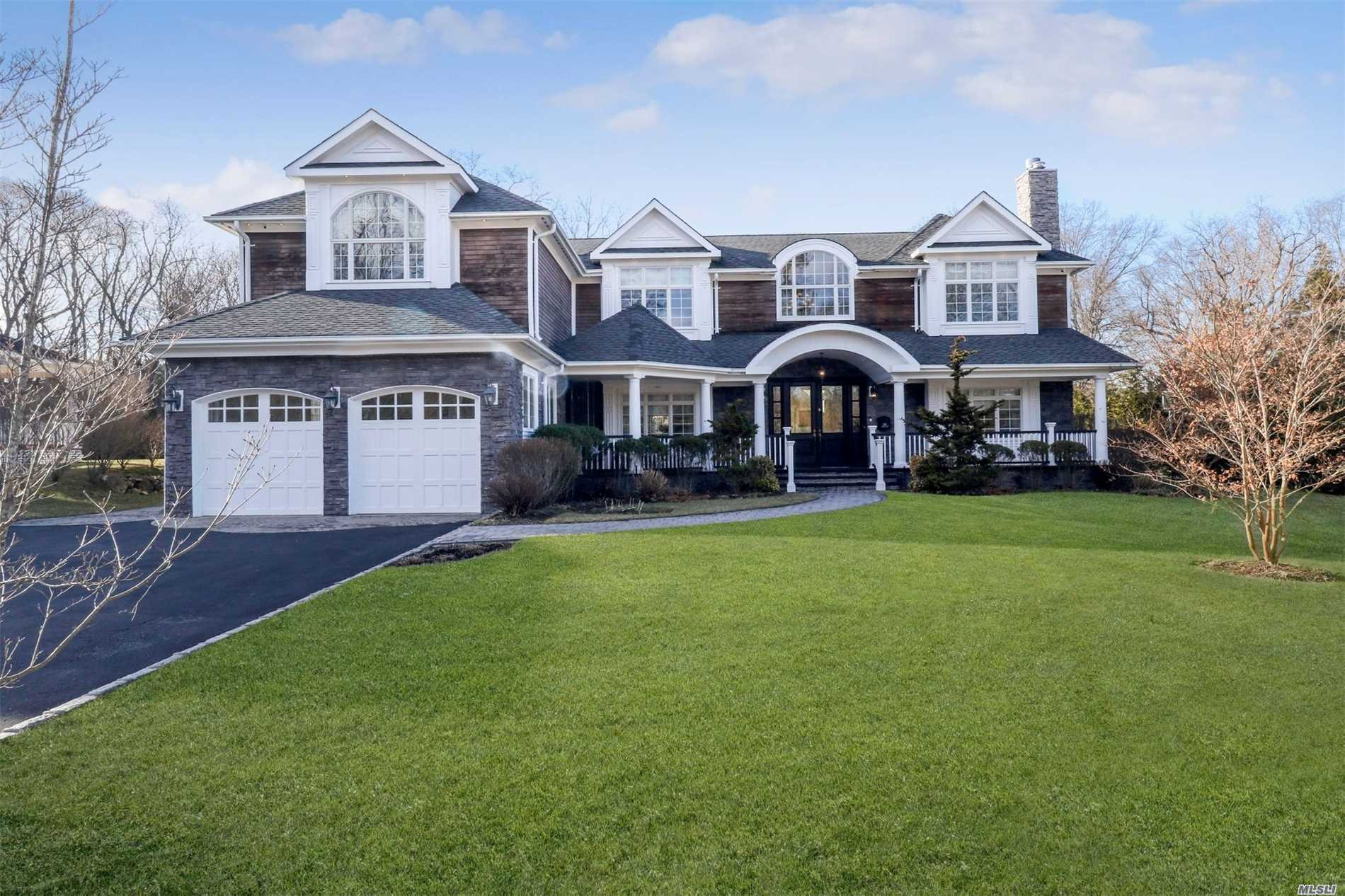 Residenziale in 88 Swan Ct, East Hills, NY ,11576