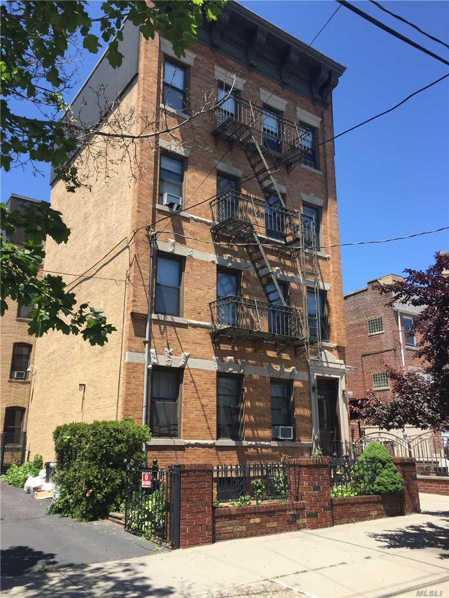 Acquisto commerciale in 24-14 21st St, Astoria, NY ,11102