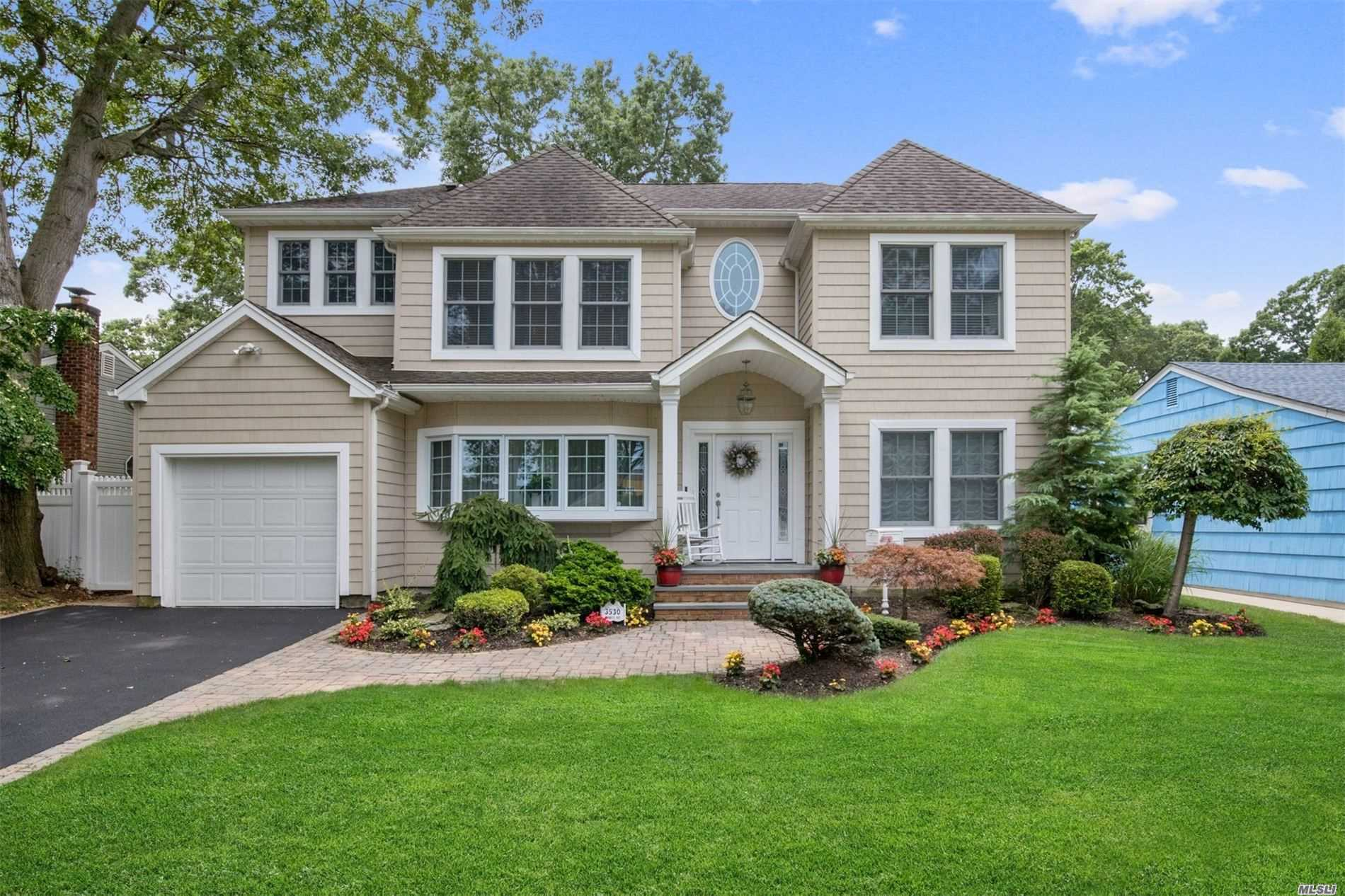 Residenziale in 3530 Bunker Ave, Wantagh, NY ,11793