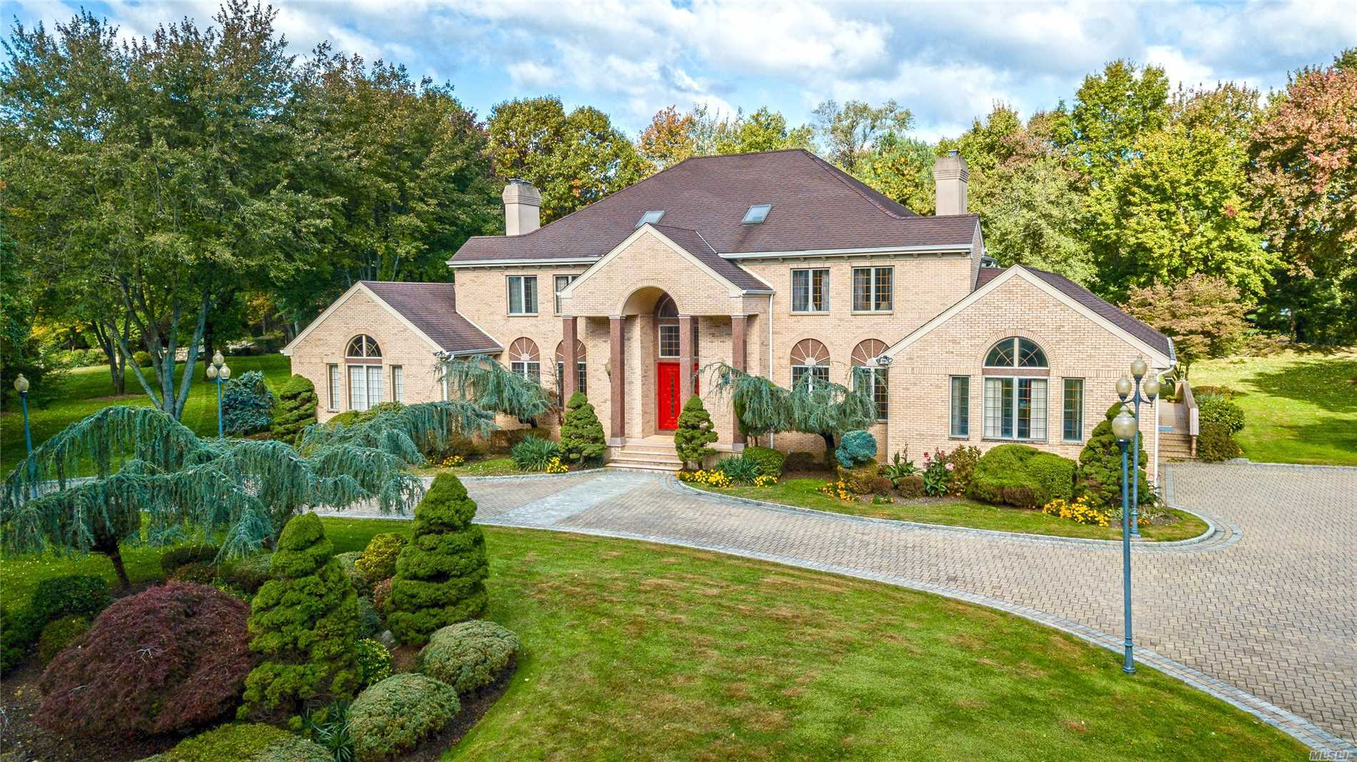 Residenziale in 8 Covey Ct, Upper Brookville, NY ,11545