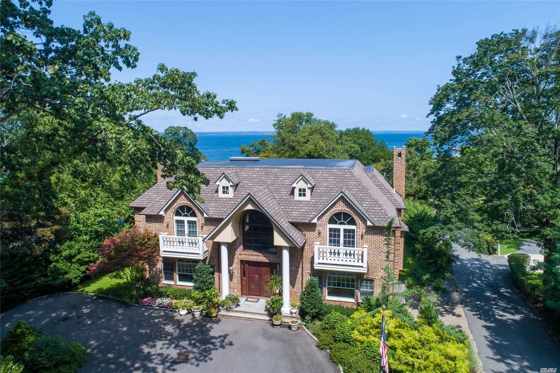 Residenziale in 21 Ridge Rd, Glen Cove, NY ,11542