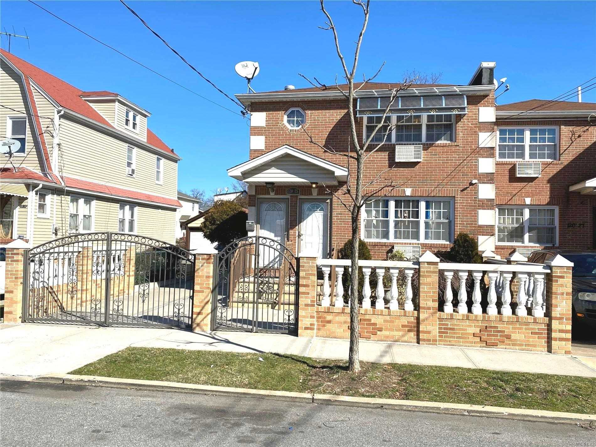 Residenziale in 120-25 197th St, St. Albans, NY ,11412
