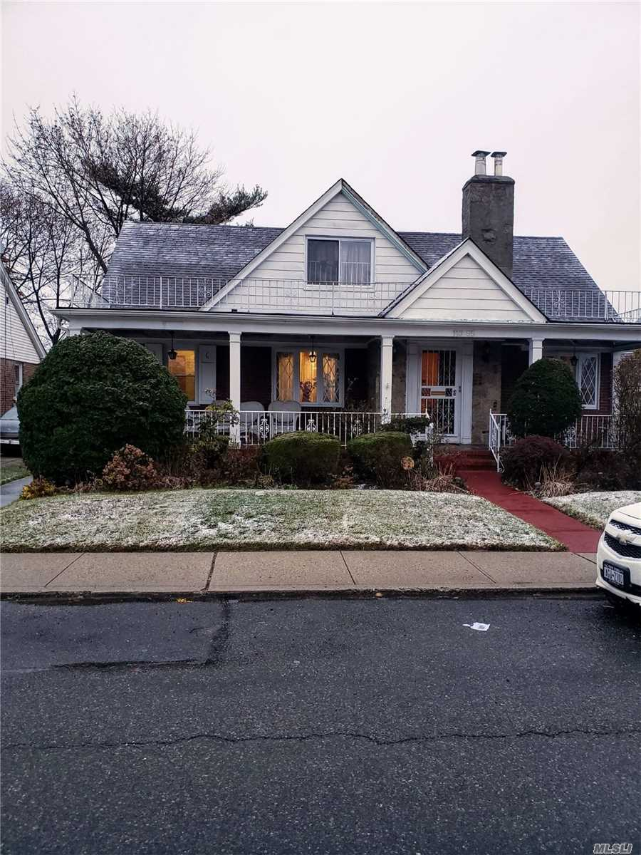 Residenziale in 116-55 233rd St, Cambria Heights, NY ,11411